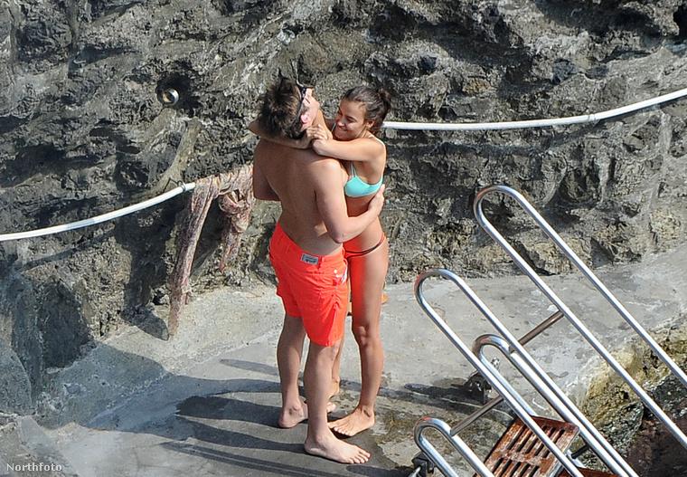 De úgy tűnik, a romantika mellett a hormonok is tombolnak, ugyanis Bradley Cooper és Irina Shayk mintha nem igazán lenne tisztában azzal, hogy nemcsak nyilvános helyen, de fotósok lencséi előtt vannak.