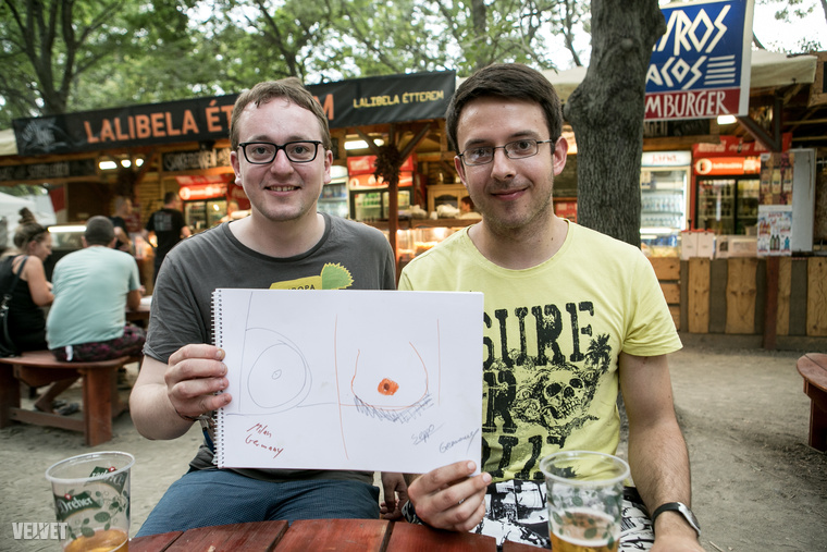 Ez a két rettentően cuki német srác két különböző mellből rakna össze egy párat