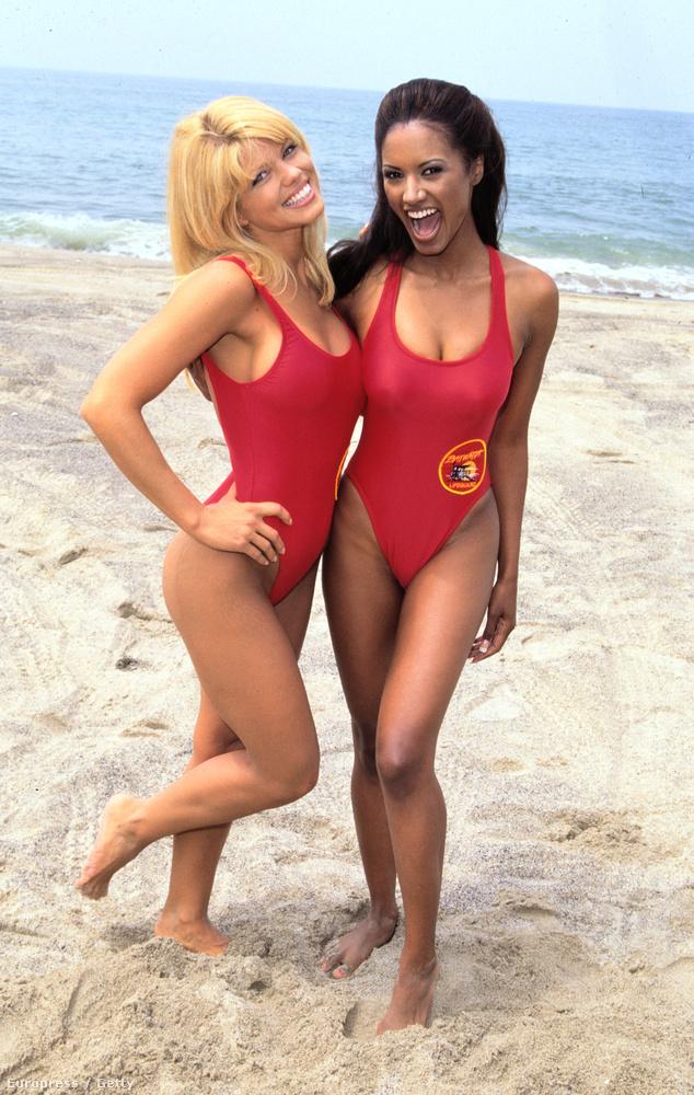 Donna D'Errico és Traci Bingham 1996-ban a forgatáson.