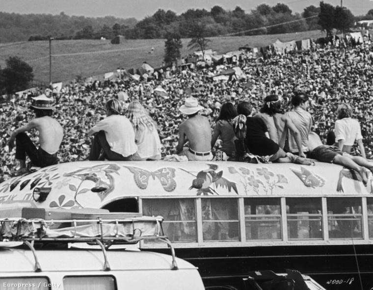 A  69-es Woodstock fesztiválon egyébként 32 zenekar és előadó lépett fel, olyanok, mint Jim Hendrix, Joe Cocker, Janis Joplin, vagy a The Who.