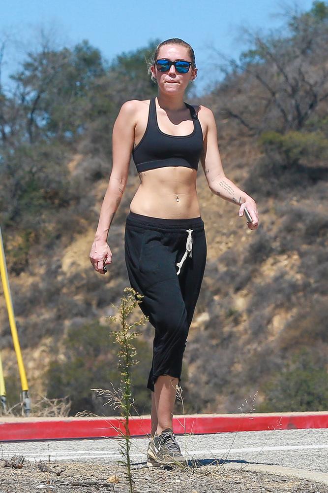 Miley Cyrus Los Angelesben kirándult a barátnőivel