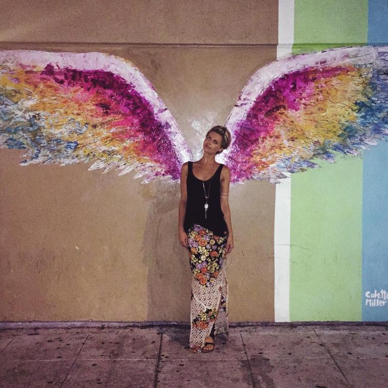 És ahogy a képből látjuk, egy angyalnak gondolja magát.