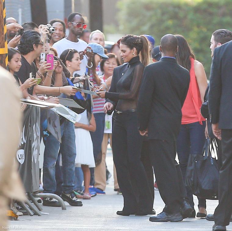 A színésznő Jimmy Kimmel műsorában volt vendég, és a beszélgetős show-ra úgy gondolta, egy totálisan áttetsző felső les a legmegfelelőbb öltözet