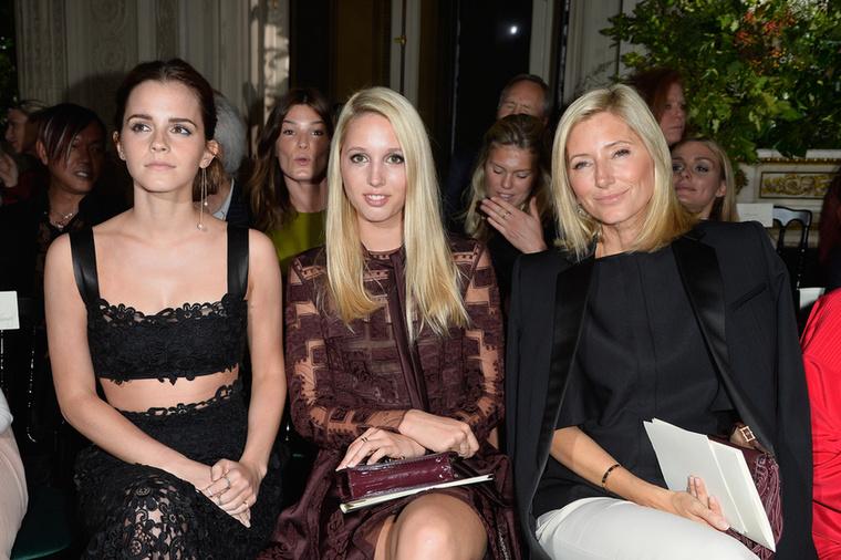 A most 19 éves Olympia életét olyan programok teszik ki, mint az utazgatás-nyaralgatás, de nagyon szeret divatbemutatókra is járni, és igen, olyan helyeket kap, hogy míg balján édesanyja, Marie Chantal ül, jobbján Emma Watson
