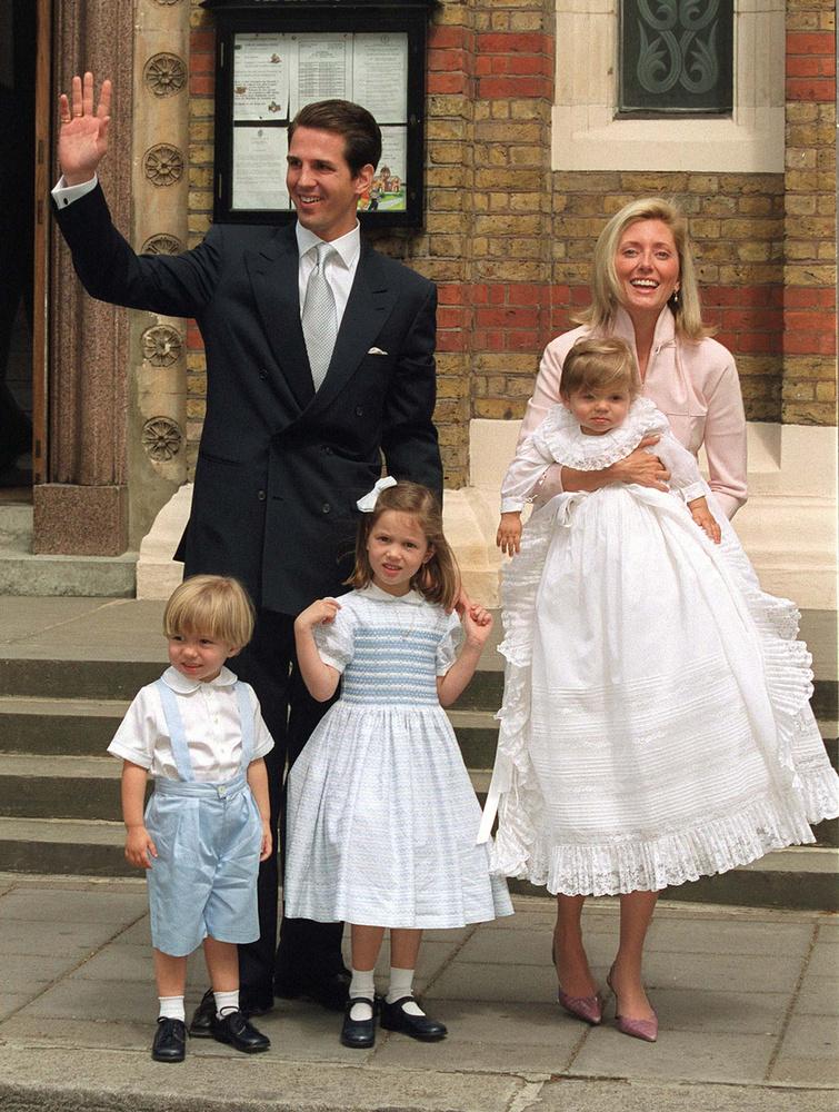 A kis Marie-Olympia a görög hercegi családba született ezüstkanállal a szájában, négy testvére is van