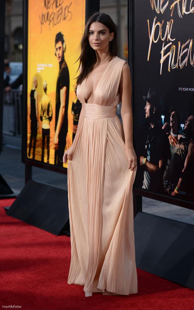 Emily Ratajkowski, aki gyakorlatilag azzal vált híressé, hogy évekkel ezelőtt levetkőzött egy videóklip kedvéért, akkora karriert futott be, hogy főszerepet kapott egy filmben.