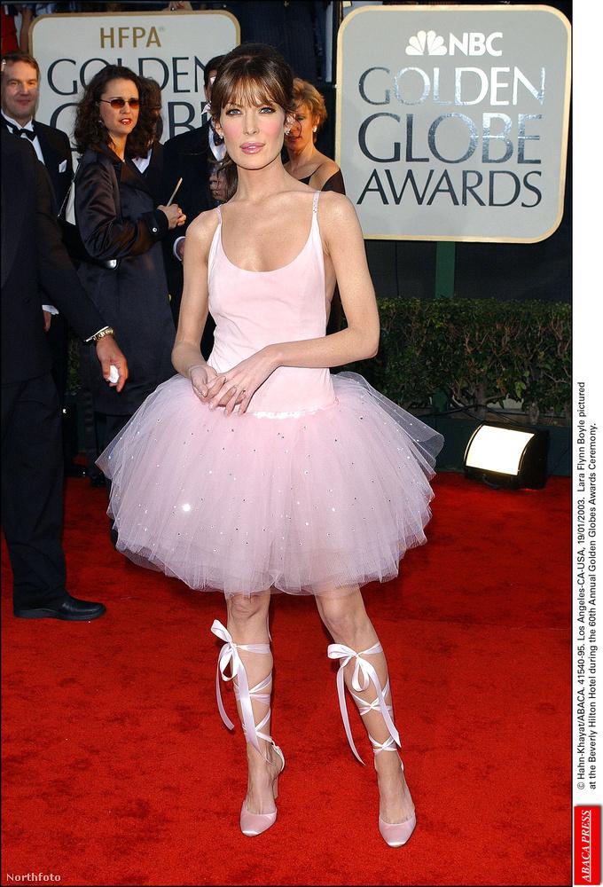 Mellesleg öltözködni is eléggé tud: 2004-ben ebben a nagyszerű szerelésben jelent meg a Golden Globe-on.