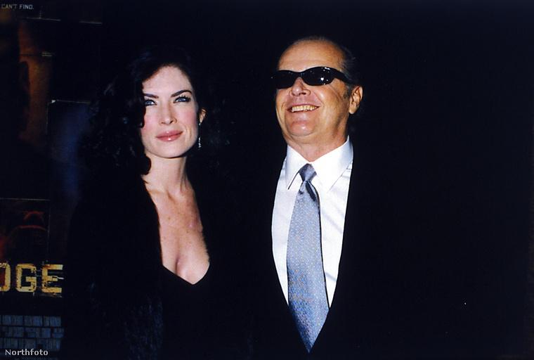 Hát mi bizonyíthatná jobban Lara Flynn Boyle jónőségét, mint hogy felszedte Jack Nicholson? Semmi! A történet 2001-es.