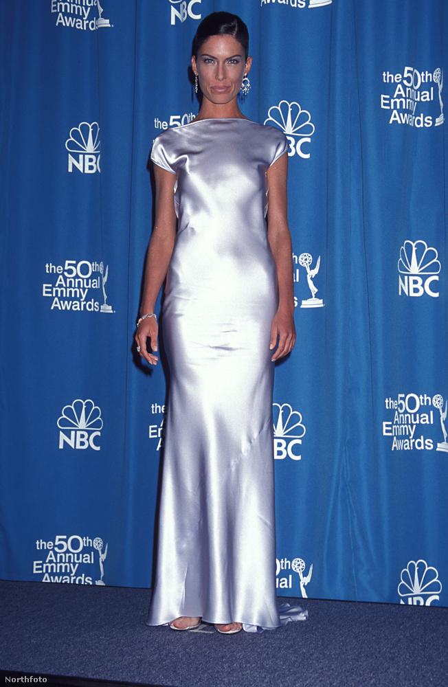 Szintén 1998-ban egy Pamela Dennis-ruhát tervezett az Emmyn.