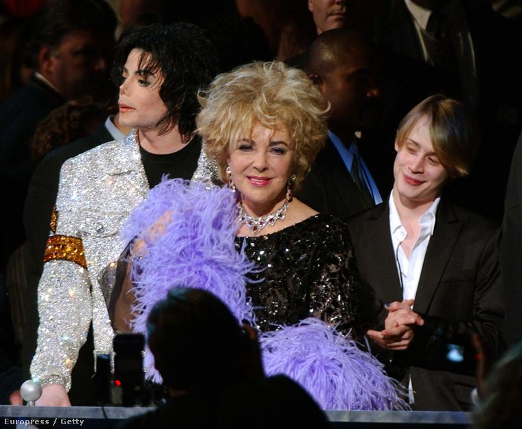Macaulay Culkin Elizabeth Taylorral és Michael Jacksonnal a Madison Square Gardenben, Michael Jackson szólóénekesi karrierjének 30