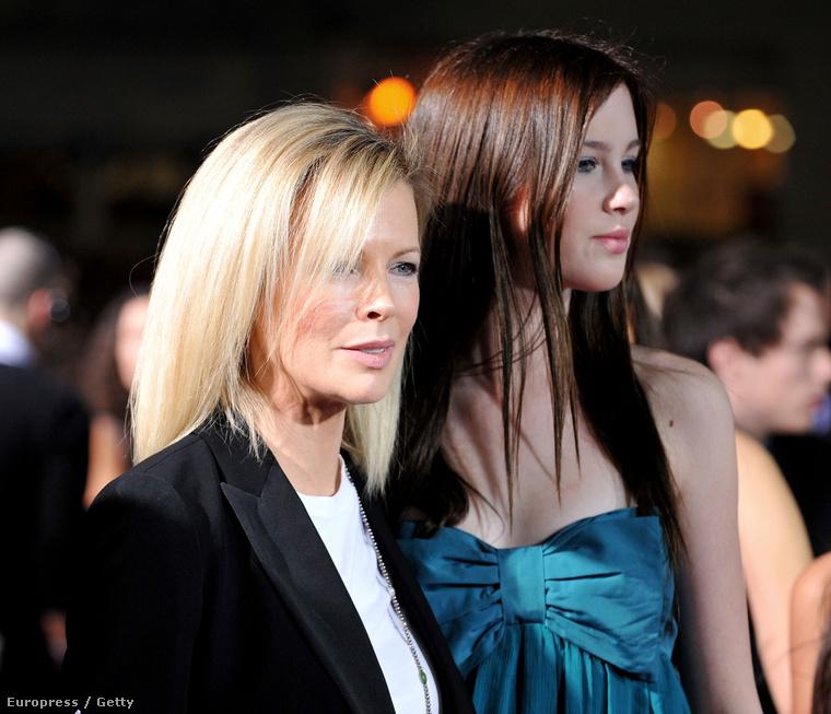 Kim Basinger és Ireland BaldwinHát olyanok, mint két tojás!