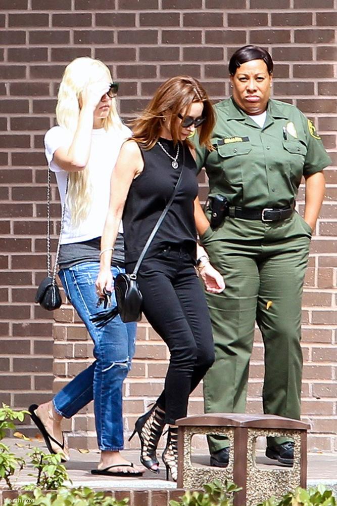 Hollywoodban fotózták le, amint távozik a felügyelő tisztjétől, akinél rendszeresen be kell jelentkeznie