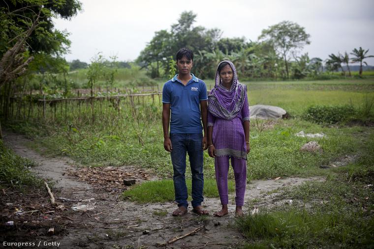 Ezek is ők, itt a falujuk szélén fotózták őket