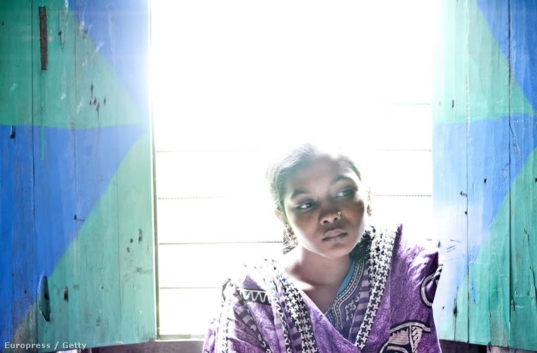 A lánynak hat osztályt sikerült kijárnia, de miután férjhez ment, otthagyta az iskolát