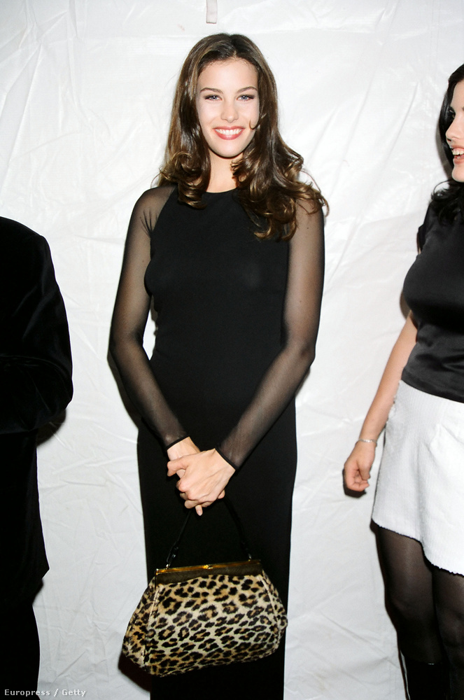 Na meg Liv Tyler, aki már 1993-ban megcsinálta karrierjét azzal, hogy szerepelt apja együttesének, az Aerosmith a videóklipjében, Alicia Silverstone-nal együtt