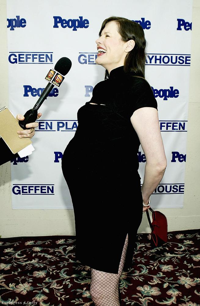 Geena Davis-nek nagyon bejött a későn szülés: első gyermeke 2002-ben, a színésznő 46 éves korában jött a világra, két évvel később pedig ikreket szült.