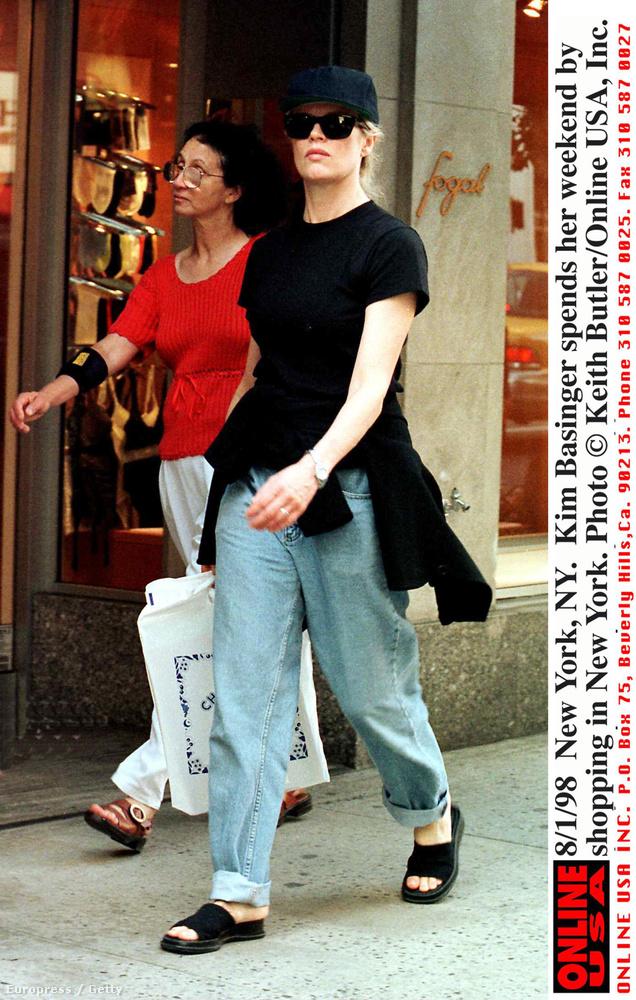 Kim Basinger  lányáról, Irelandről írtunk mi is már nagyon sokat, de azt kevesen tudják, hogy a színésznő 41 évesen hozta a világra Alec Baldwinnal közös lányát.