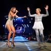 """Aztán az se nézett ki bénán, amikor rávette Ellen Degeneres-t arra, hogy flitteres cuccba öltözzön, Swift az esetet csak úgy kommentálta Instagramon, hogy """"Ellen Degeneres, a pop hercegnője""""."""