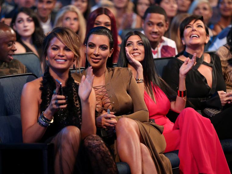 Kim Kardashian is ott volt, akinek a férje Kanye West, szintén díjat kapott, video vanguard kategóriában, ami egy életműdíjjal ér fel