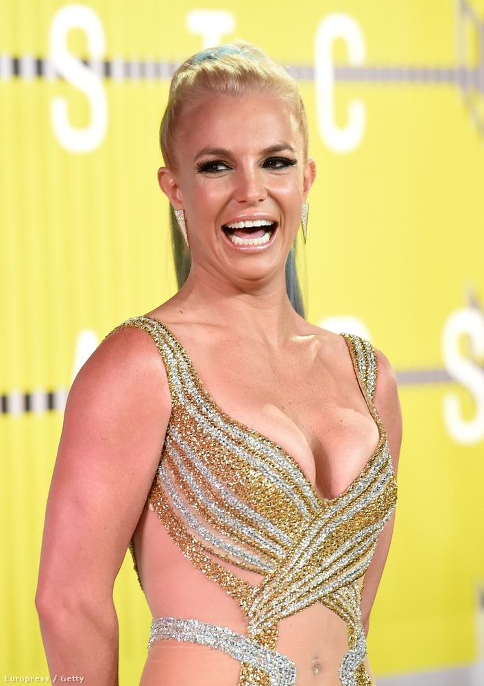 Mert látja, ezen a képen, amin Spears már magát adja, egy csöppet sem hasonlítanak.