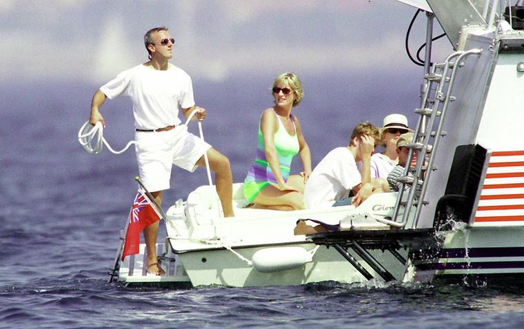 Diana ezután visszavonult a nyilvánosság elől, de humanitárius tevékenységét tovább folytatta