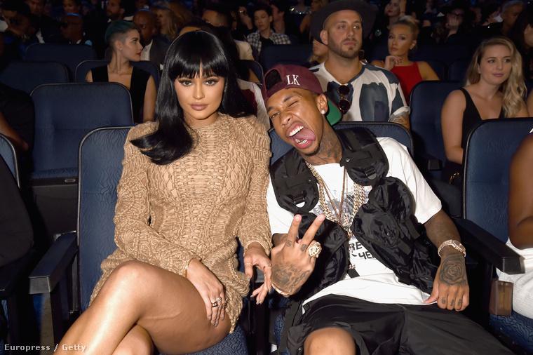 Sőt, Kardashian kishúga, a már 18 éves Kylie Jenner is ott volt, aki most már bátran mutatkozik rapper pasijával, Tygával
