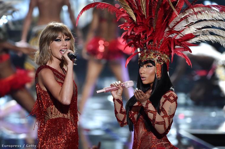 Taylor Swift és Nicki Minaj egy halom félmeztelen férfi közt énekelt
