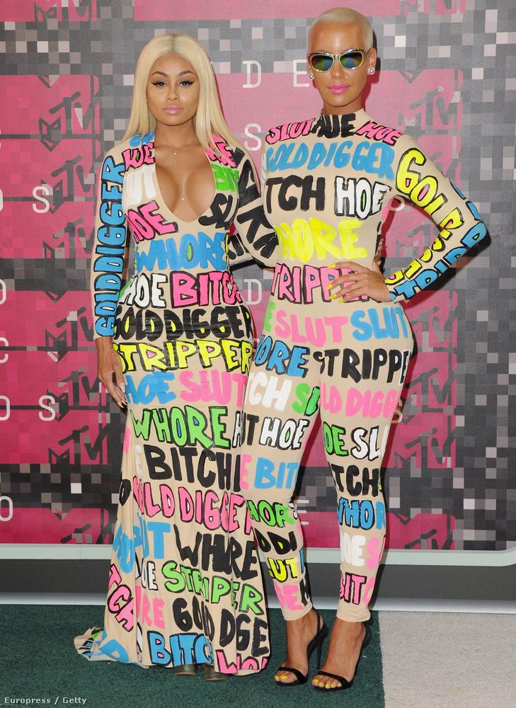 És hogy a kardashianos összefüggés még érdekesebb legyen: Amber Rose annak a Kanye Westnek az exe, aki most Kim Kardashiannak a férje