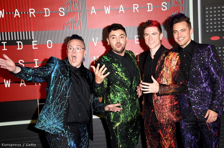 Ők négyen a Walk the Moon nevű együttes