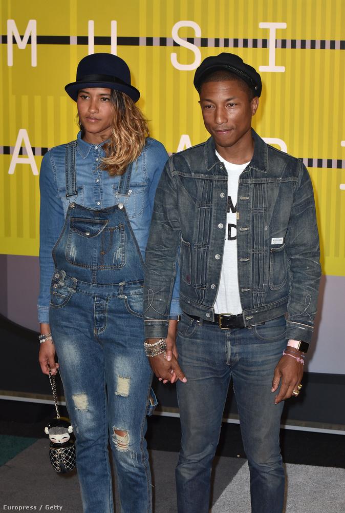 Na, Pharrell Williams sapkában, felesége a Pharrelltől megszokott kalapban