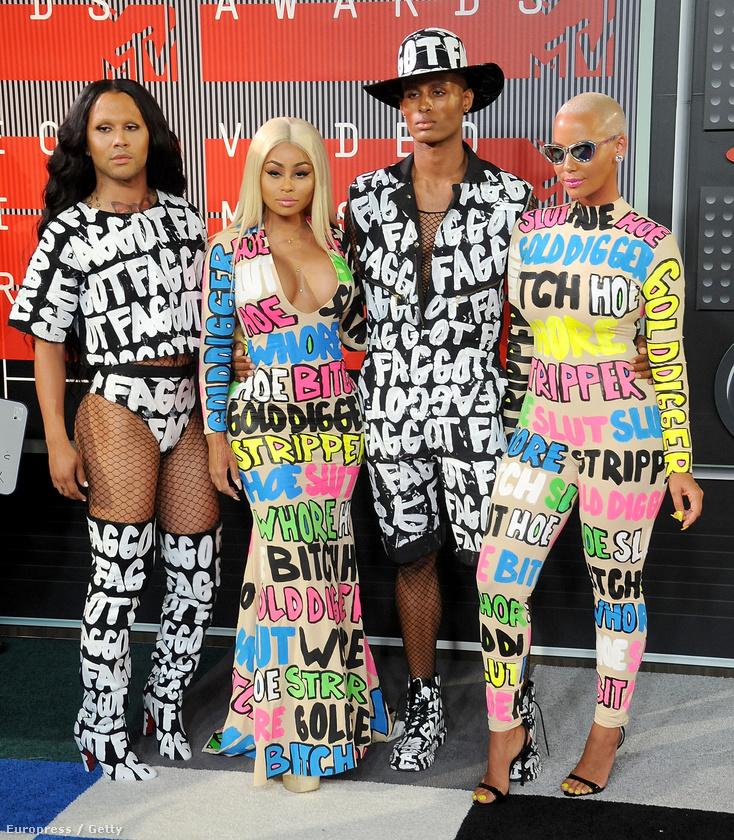 13 képen 20 olyan celebet mutatunk most, akiknek az ízléstelenséggel sikerült magukra felhívni a figyelmet az idei MTV Video Music Awardson vasárnap éjjel