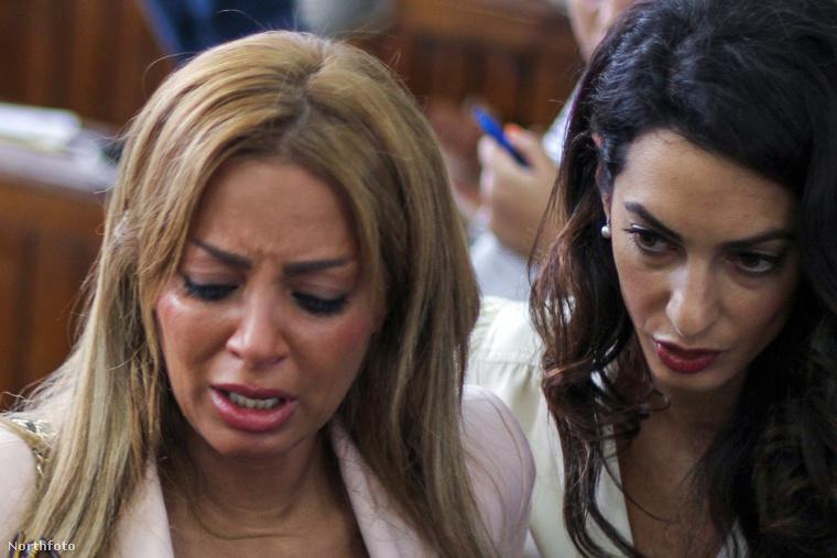 A kairói bírtóság hamis hírek terjesztése miatt ítélte el az újságírókat