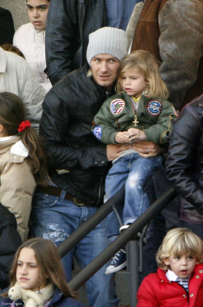 Beckhamék középső fia 2002