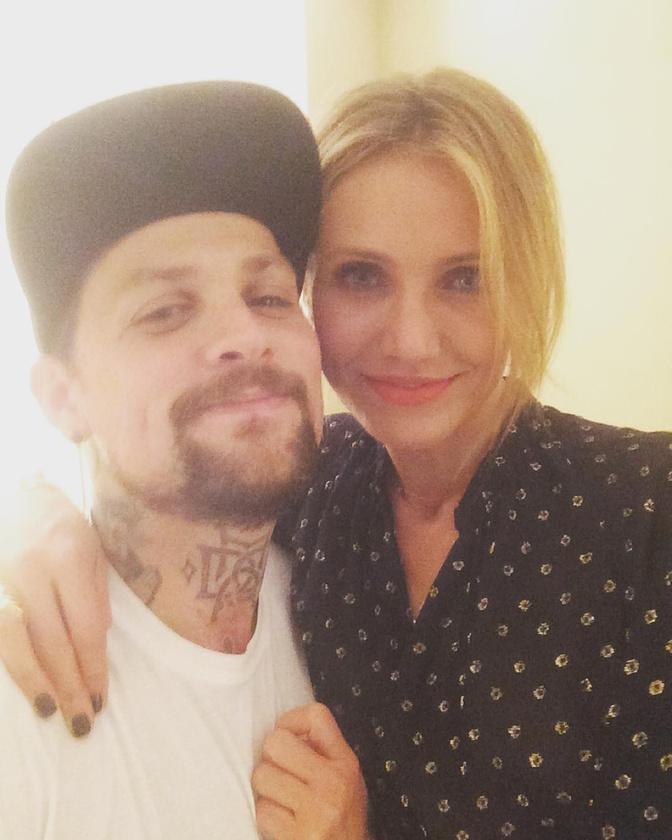 Cameron Diaz amúgy a napokban töltötte be a 43-at, férje, Benji Madden pedig Instagramon köszöntötte fel őt ezzel a cukiskodós fotóval.