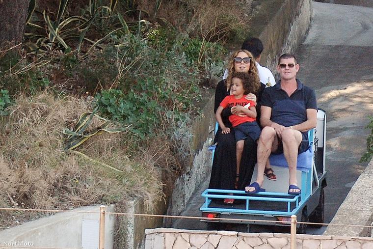 Mert Amalfi városában a hegyre ezzel a béna kis golfautóval mentek fel...
