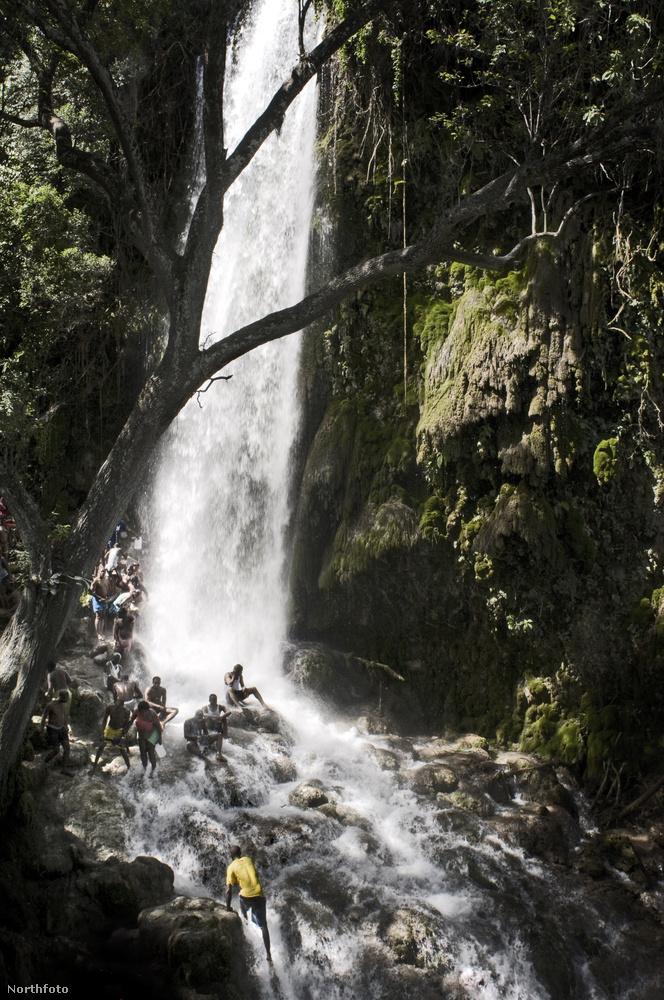 A vízesés 150 kilométerre van a fővárostól, és arról híres, hogy a hiedelmek szerint a 19