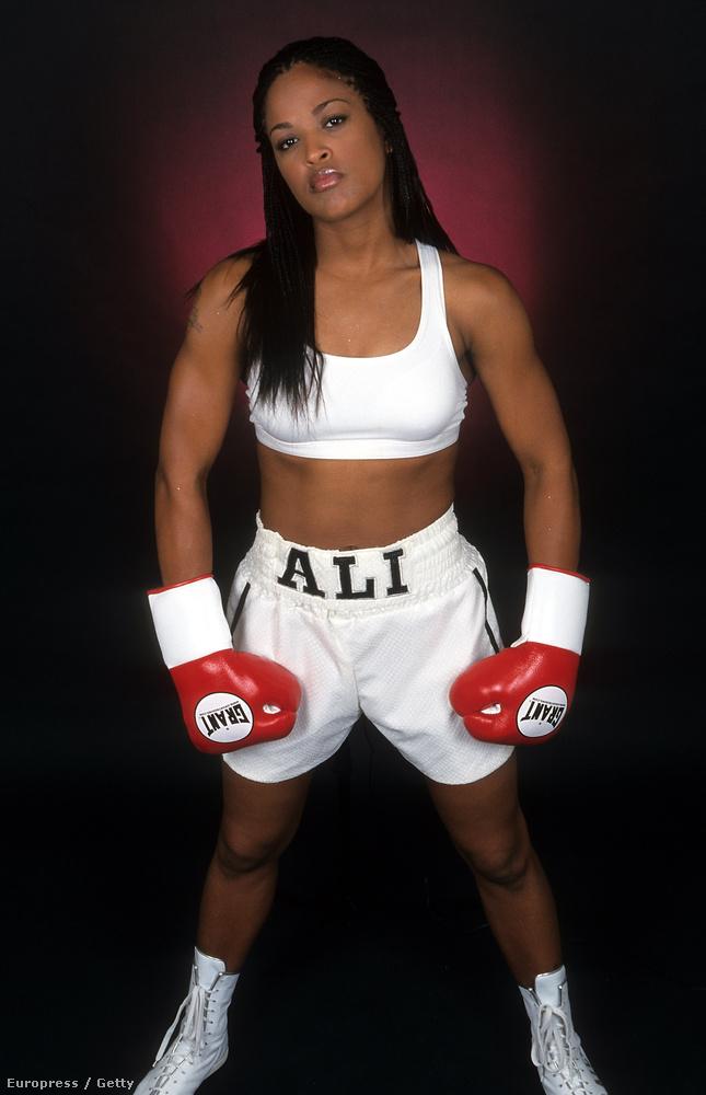 Igen, ő itt Muhammad Ali lánya, aki szintén profi bokszoló volt