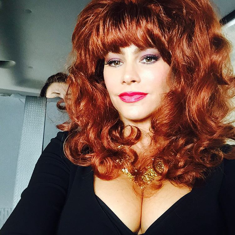 És végül Sofía Vergara, aki egész egyszerűen tökéletesen néz ki Peggy Bundyként!