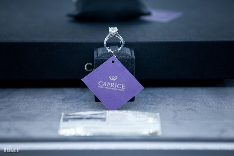 És annak is, hogy a legdrágább gyűrűt 42 ezer  euróért, vagyis 13,2 millióért viheti el