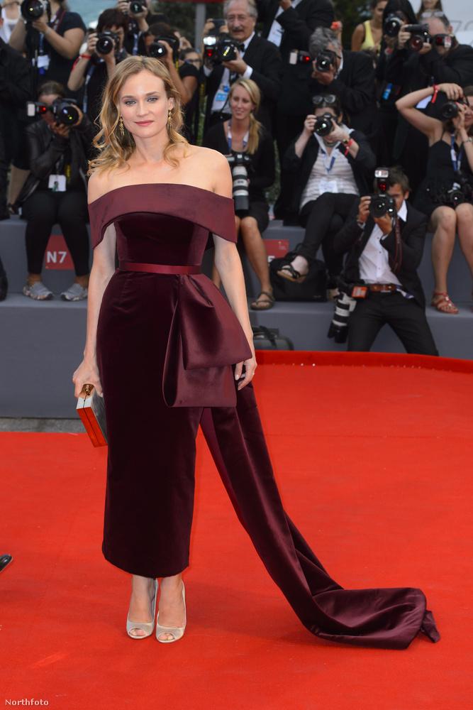 Talán még ennél is érdekesebb az a textilflöttyenet, ami Diane Kruger színésznő oldalából nőtt ki a Fekete mise című film bemutatóján