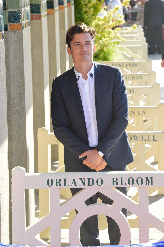 Inkább nézzünk át a Deauville-i Filmfesztiválra, ahol nem pörög ennyire az élet, viszont ott is osztanak díjakat, és a díjazottak egyike-másika, így Orlando Bloom is, kap egy ilyen csinos kis öltözőfülkéát a tengerparton