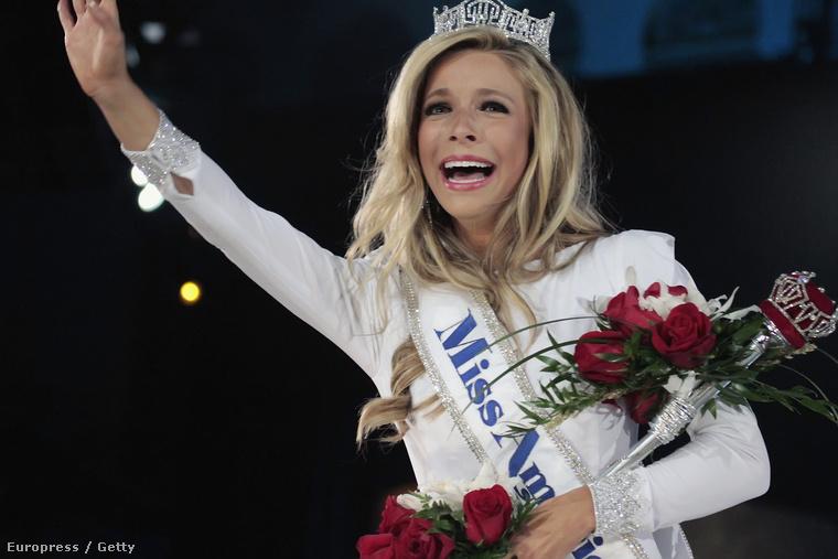 Ő itt Kira Kazantsev, aki tavaly megnyerte a Miss America című versenyt, vagyis hivatalosan az Egyesült Államok (egyik, hiszen több verseny van) legjobb nője.