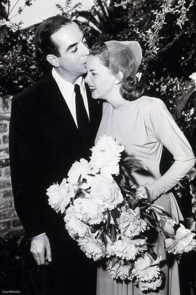 Vincente Minnelli rendező New Yorkban állítólag hosszú évekig élt melegként, mindenki tudta róla, hogy mi a helyzet