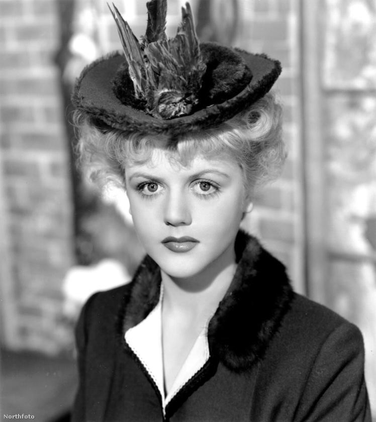 Ő Angela Lansbury színészlegenda, akinek első férjéről, az 1960-ban elhunyt Richard Cromwellről azt rebesgetik, hogy meleg volt