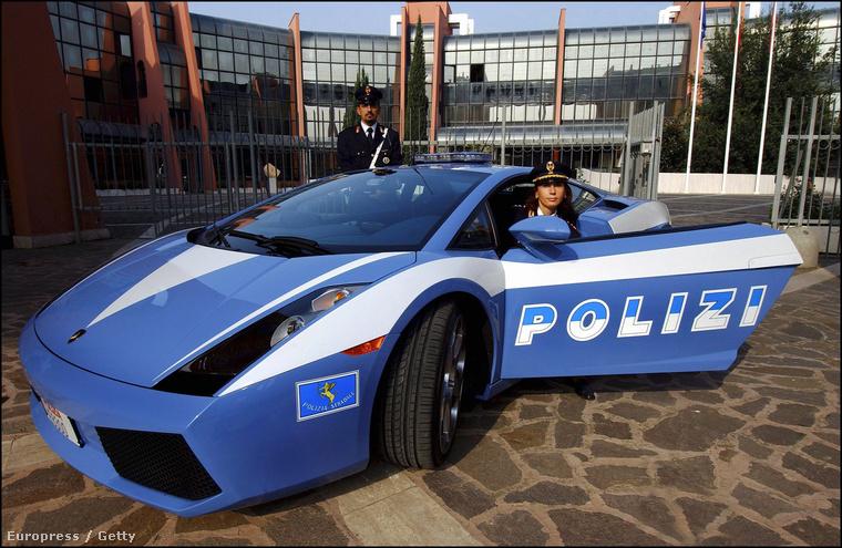 Vannak helyek a világon, ahol már csak azért is megéri rendőrnek lenni, mert az egyenruha viselése olyan menő sportkocsik vezetésére jogosít fel, mint például ez a 310 km/órás végsebességű Lamborghini Gallardo