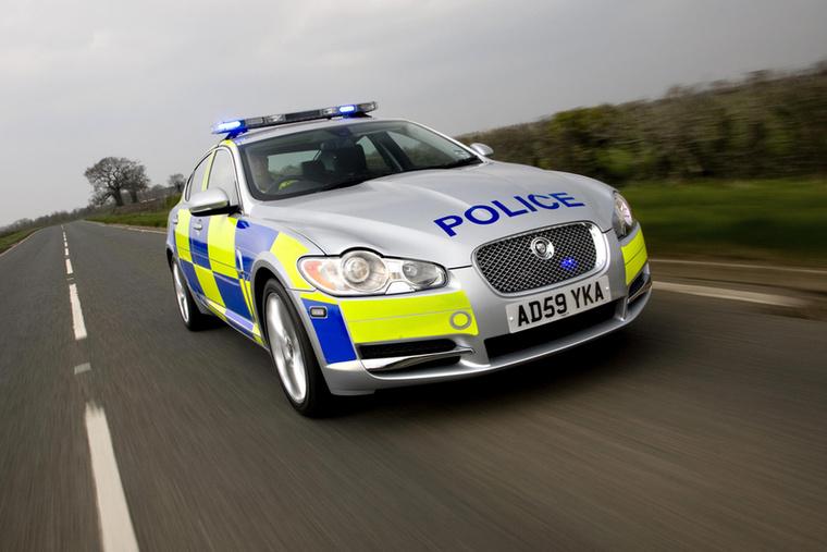 A 271 lóerős Jaguar XF a brit rendőröket segíti a bűnüldözésben