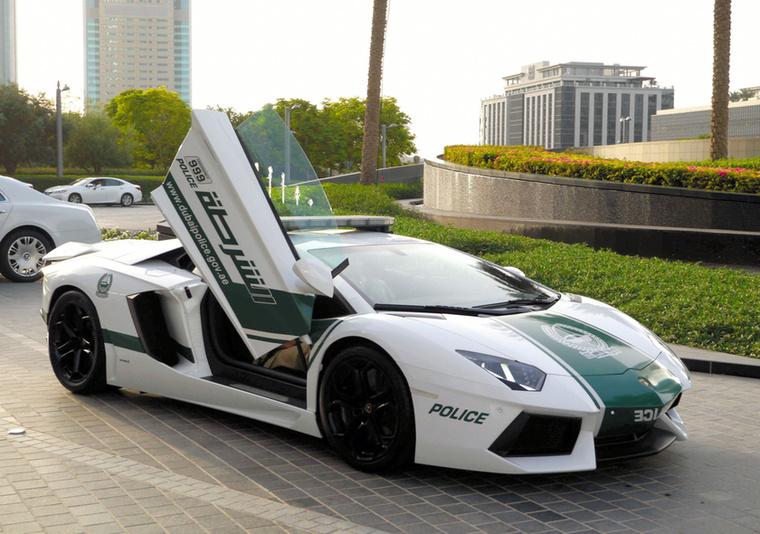 A felfelé nyíló ajtójú Lamborghini annyira pöpec, hogy egy külön képet is megérdemel.