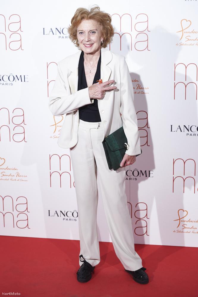 Marisa Paredes egy iszonyú híres spanyol színésznő, gyakorlatilag minden fontos spanyol filmben szerepel