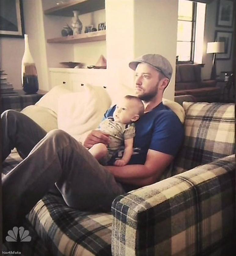 Íme tehát Silas Timberlake, édesapja ölében