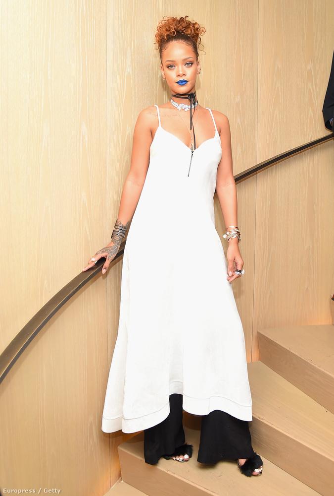 Rihanna rendezett egy bulit a New York-i divathét alkalmából, ahol az ő ruhája sem igazán sikerült, de Kardashian rajta is túltett